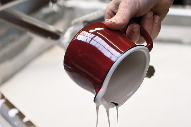 Farbauftrag innerhalb der Tasse